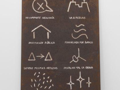 Manuel MInch: Código de artista 3, 2021. Óleo sobre acero, 243x121x2 cm