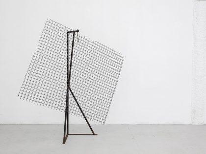 Nuria Fuster: Tamizador, 2018. Hierro y aire. 217x210x60cm.