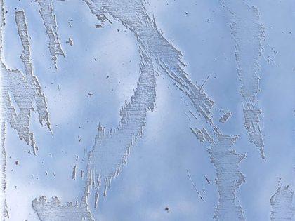 Manuel Minch: Desgaste, 2021. Mordida sobre aluminio. 24x16,5x3 cm.