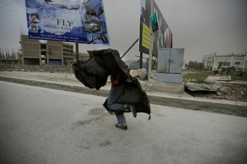 GUILLERMO CERVERA. En la tormenta de arena, Kabul Afganistán II