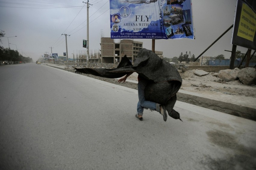 GUILLERMO CERVERA. En la tormenta de arena, Kabul Afganistán I