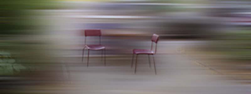 CHEMA ALVARGONZÁLEZ. Dos sillas en rojo.